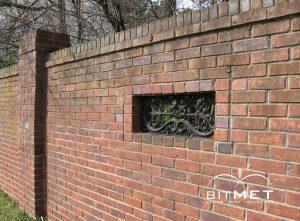 Ziegelmauer mit Ziegel aus Polen BitMet